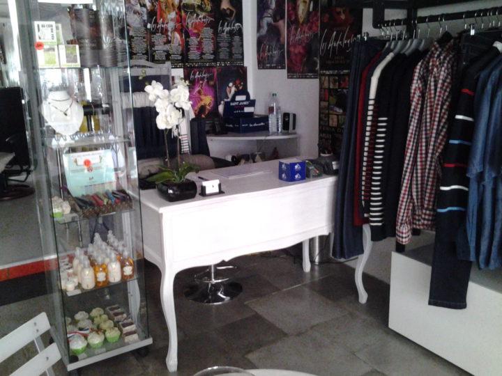 Intérieur boutique Nuances France à Arles