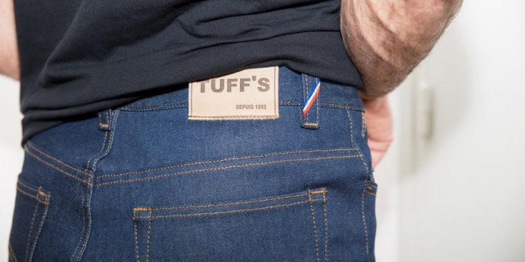 L histoire du jeans prend ses sources en Italie, puis en France et enfin  aux Etats-Unis ou il devient ce fameux basique que l on a tous dans son  dressing. 881705ce7eb